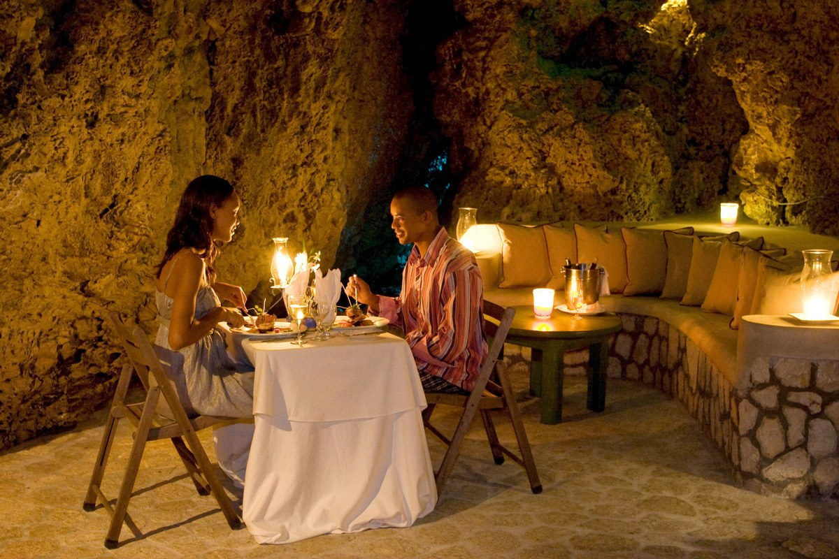The Caves Dining2